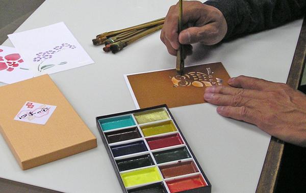 型紙を使って手作り年賀状(顔彩絵の具と刷毛で彩色)
