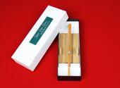扇子の紙製化粧箱と竹製扇子立て